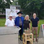 """Vor der Bibliothek in Halle-Neustadt – Sieden für die """"Leseratten"""" der Schulen"""